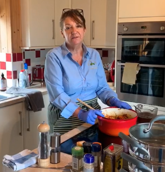 Inside Katherine's Kitchen – Cooking Together – Healthy Chilli recipe